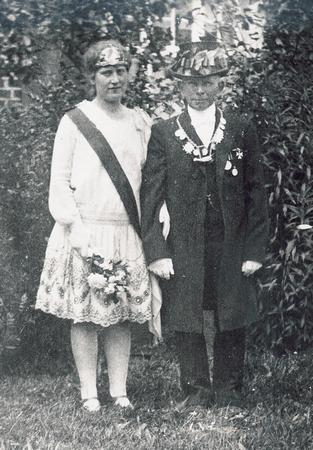 Thron_1927_1928.jpg